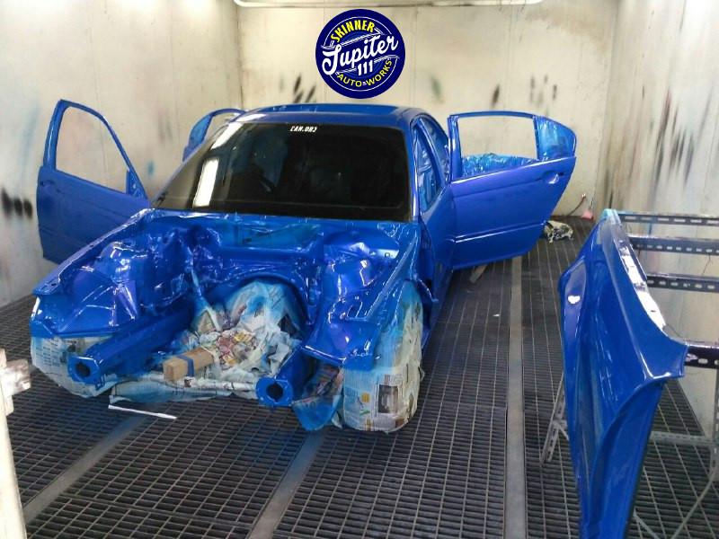 Bengkel cat mobil skinner - pengecatan bmw silver ke biru di spray booth saima