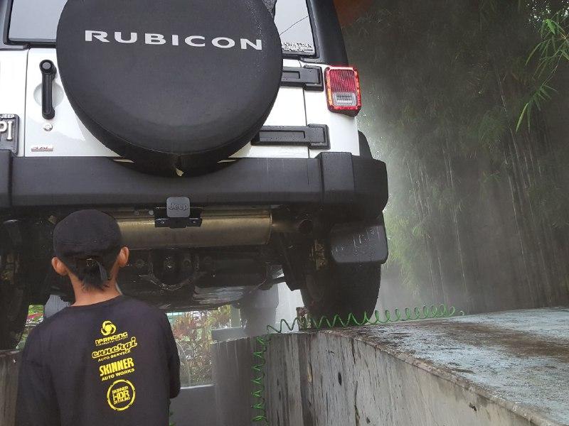 Car detailing jogja - proses mencuci mobil jeep rubicon