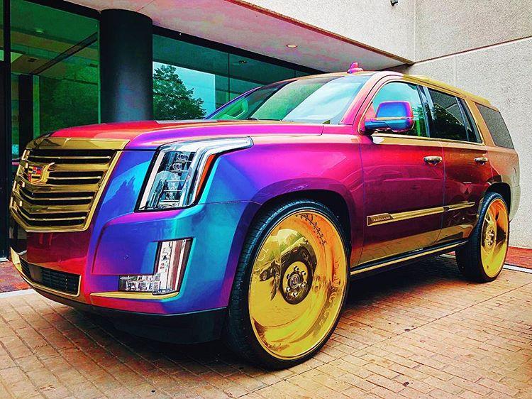 Warna Mobil yang Unik, sumber ig @aniamarek80