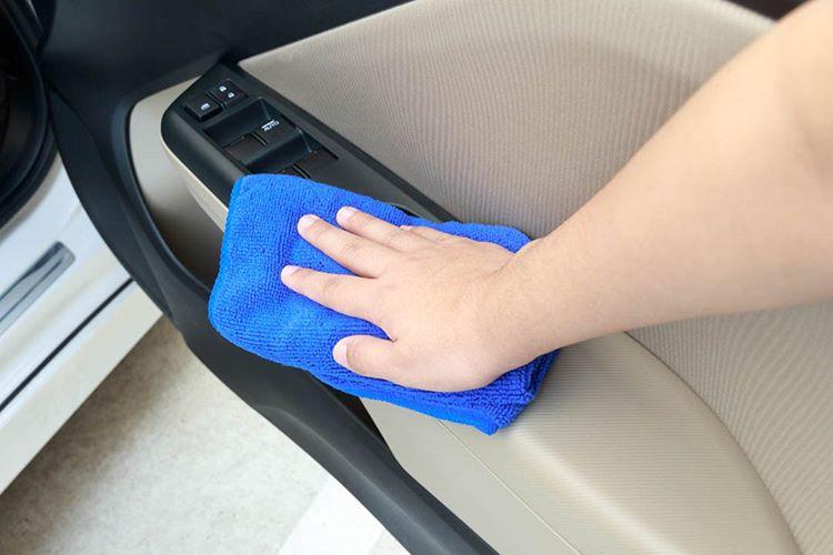 Membersihkan Interior Mobil, sumber ig momscardetailing